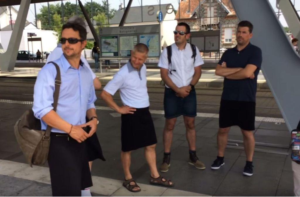 Unzufrieden sehen sie nicht aus: Einige Tramfahrer in Nantes erschienen im Rock zur Arbeit. Foto: / YouTube