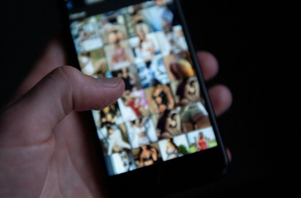 Immer häufiger versenden Schüler untereinander kinder- und jugendpornografisches Material (Symbolbild). Foto: dpa/Silas Stein