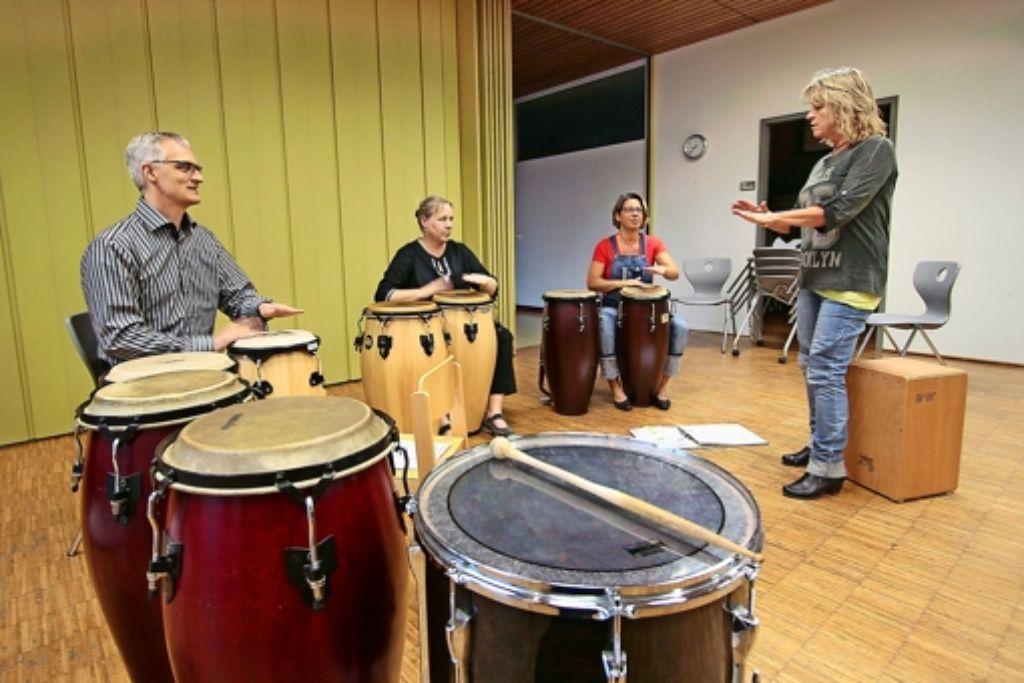 Erwachsene  rücken in den Fokus  der Musikschule. Bisher gibt es kaum  Angebote- so  etwa  von Christine Heimann (rechts). Foto: factum/Granville
