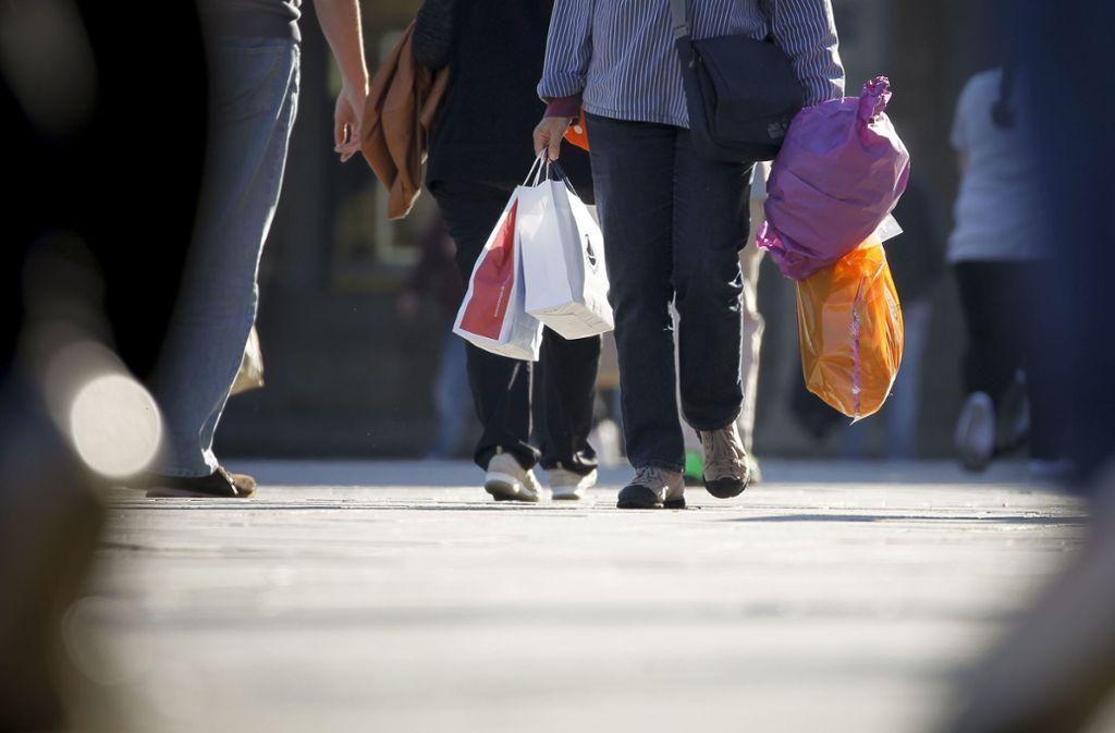 Volle Einkaufstüten? Manche Läden verzeichnen Umsatzeinbrüche wegen des Coronavirus. Foto: Lichtgut/Leif-Hendrik Piechowski