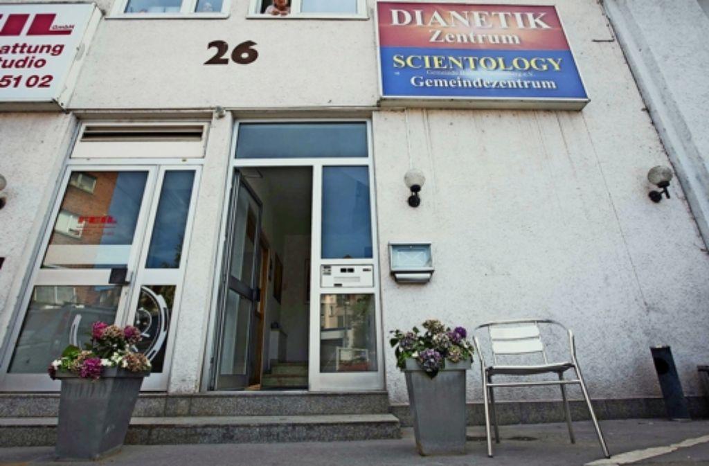 Das Domizil der Scientologen in Bad Cannstatt (Bild unten) ist bescheiden. Laut Verfassungsschutz könnte in der Heilbronner Straße 67 ein Zentrum entstehen. Foto: Michael Steinert