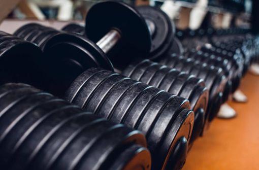 Schwere Beute: Unbekannte stehlen Hanteln aus Fitnessstudio