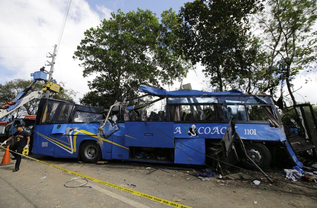 Auf den Philippinen ist es zu einem schweren Busunglück mit mindestens 14 Toten gekommen. Foto: AP