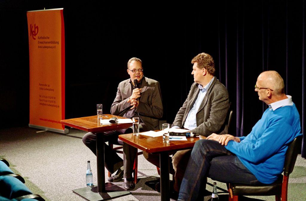 Debatte im Kino: Redakteur Rafael Binkowski, Moderator Christian Turrey und  der  Pfarrer Stefan Spitznagel. Foto: factum/Andreas Weise Foto: