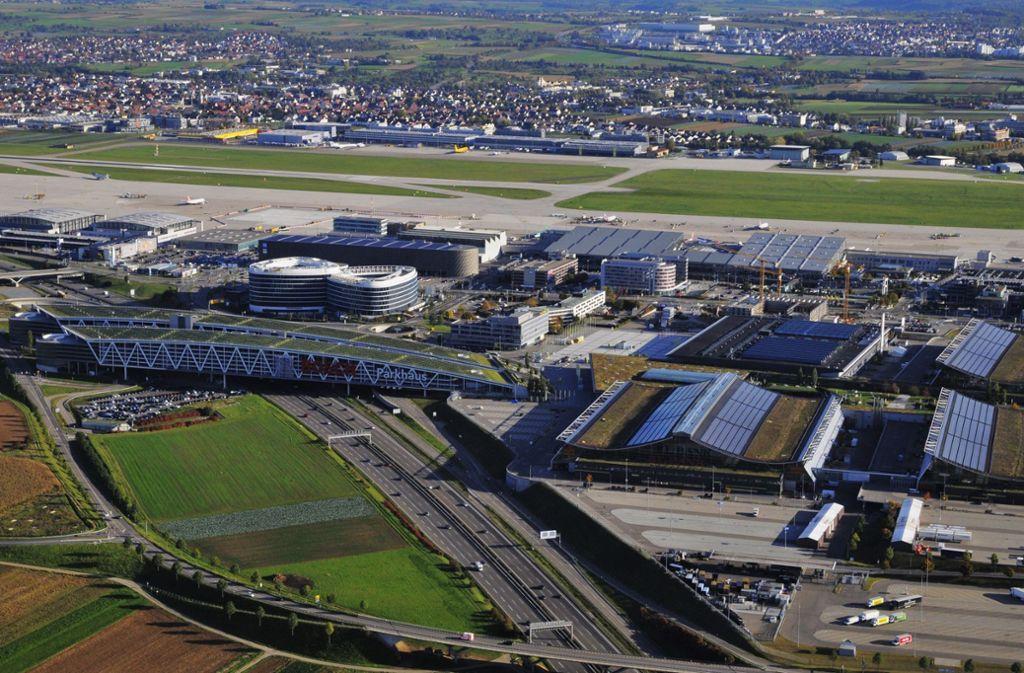 Der Landesflughafen soll von zwei Seiten aus mit neuen Bahnhöfen von Fern- und Regionalzügen erreicht werden können. Foto: Manfred Storck