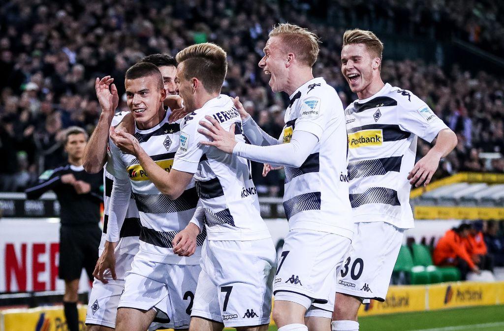 Hin und her ging es im rheinischen Derby, am Ende gewann aber Borussia Mönchengladbach. Foto: Bongarts