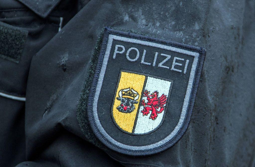 Die Polizei ermittelt wegen Bedrohung, Beleidigung und Volksverhetzung gegen die beiden Männer. (Symbolbild) Foto: dpa