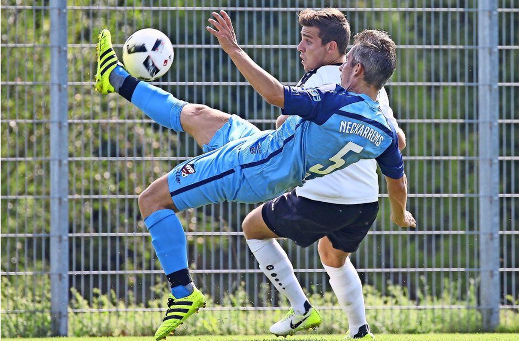 Die Zuschauerrolle   blieb Joshua Schneider (hi.) verletzungsbedingt im vergangenen  Punktspiel – in Wangen ist er  wieder  dabei. Foto: Pressefoto Baumann