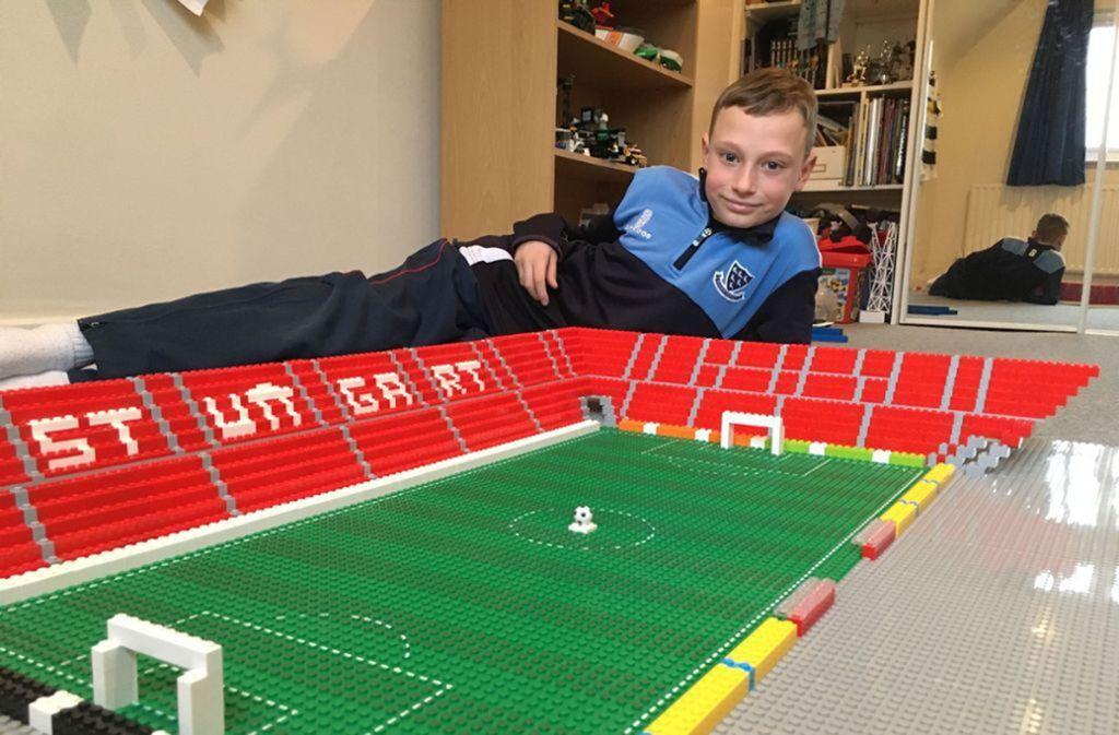 Joe Bryant baute das Stadion des VfB Stuttgart mit Lego-Steinen nach. Foto: Philip/ Bryant