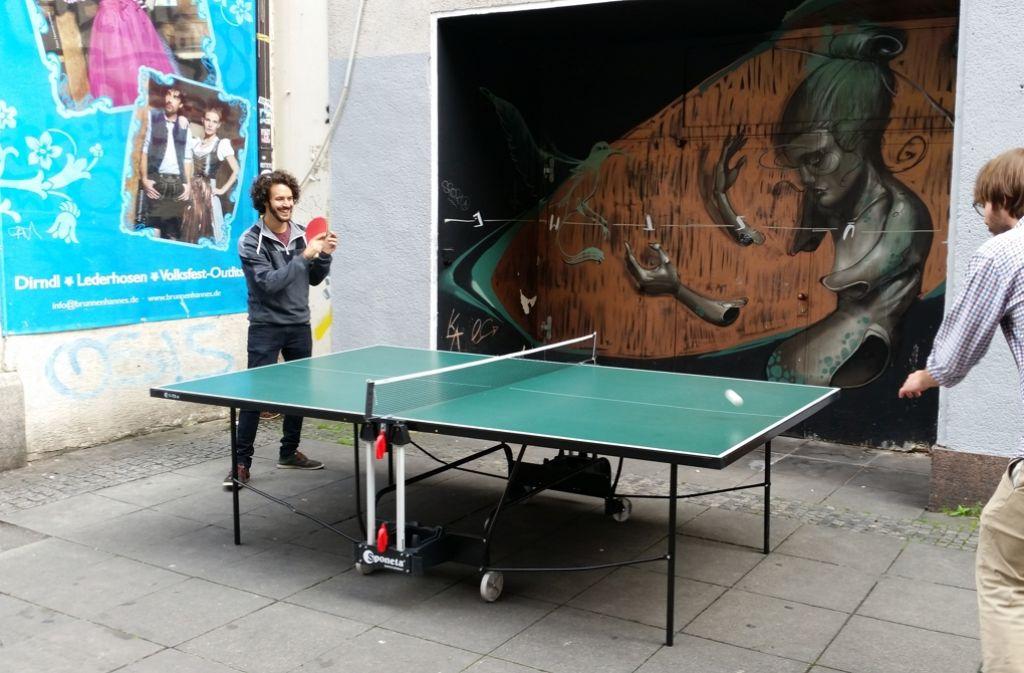 Die Tischtennis-Platte am Hans-im-Glück-Brunnen ist sehr beliebt. Foto: Nina Ayerle