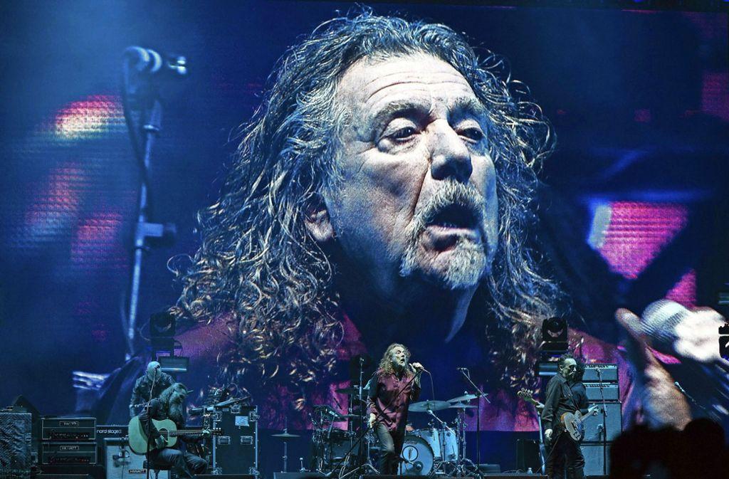 Robert Plant im Jahr 2015  bei einem Konzert in Sao Paolo Foto: dpa