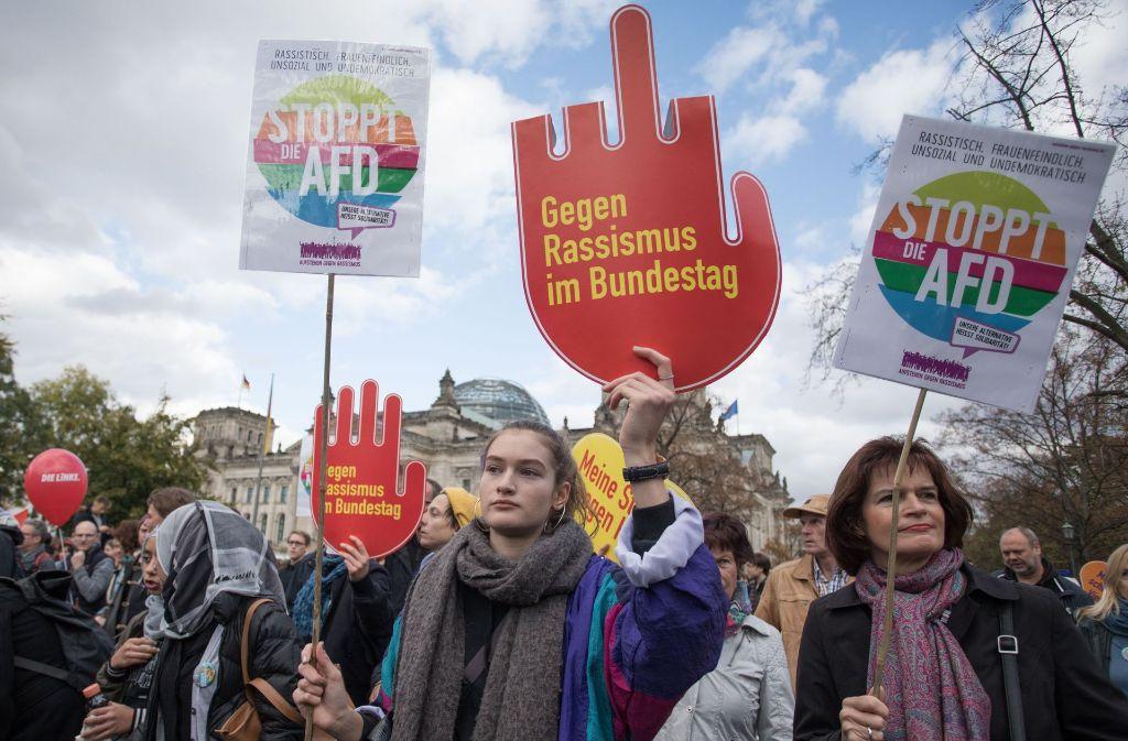 """Protest """"Gegen Hass und Rassismus im Bundestag"""". Foto: dpa"""