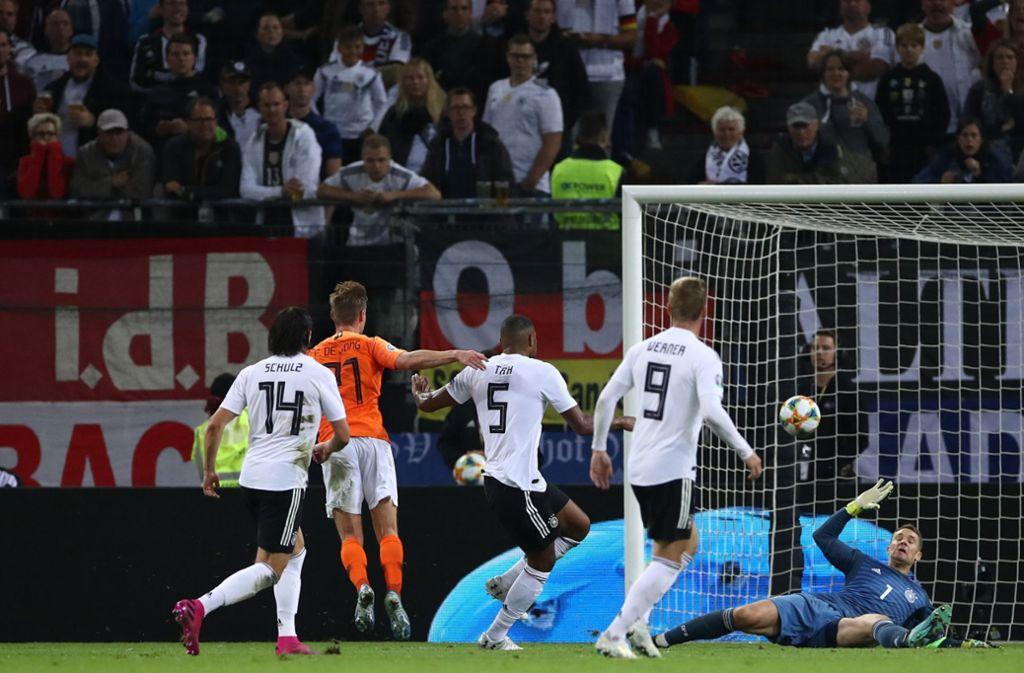 Vier Tore musste die deutsche Hintermannschaft gegen den Gast hinnehmen. Foto: dpa