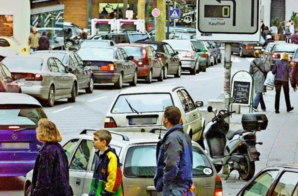 Trotz  mancher Staus an  Wochenenden:  in der Stuttgarter City gibt es viel mehr Parkplätze als gemeldete Fahrzeuge. Foto: Michael Steinert
