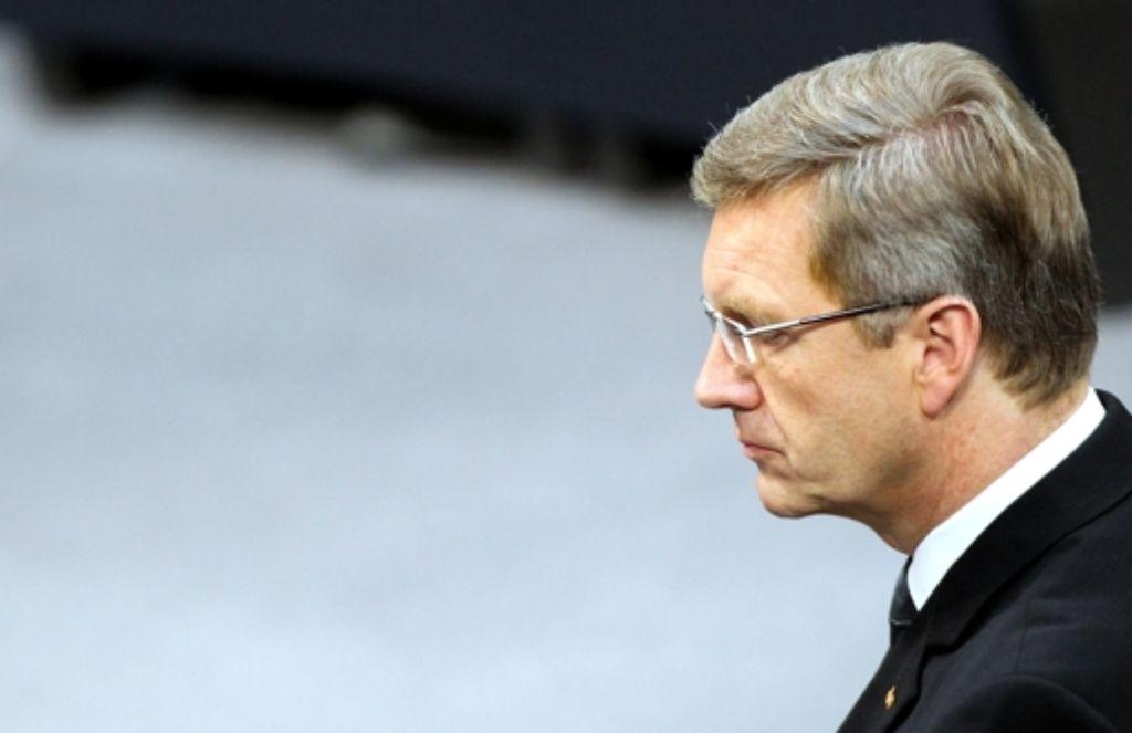 Nach dem Antrag der Staatsanwaltschaft, seine Immunität aufzuheben, wird es jetzt eng für Christian Wulff. Foto: dpa