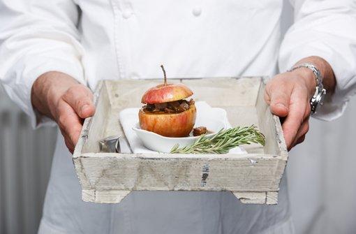 Bratapfel mit Ragout von geschmorten Entenkeulen