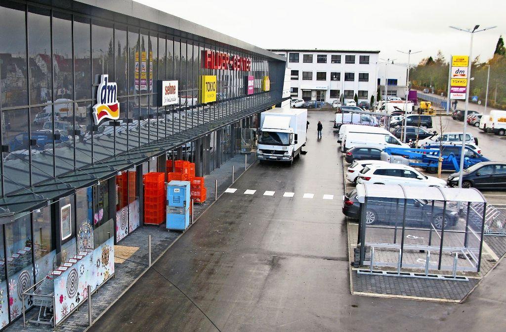 Fünf Geschäfte unter einem Dach und 108 Parkplätze: Das Filder-Center an der Karlstraße öffnet am 14. November seine Türen für die Kundschaft. Foto: Götz   Schultheiss