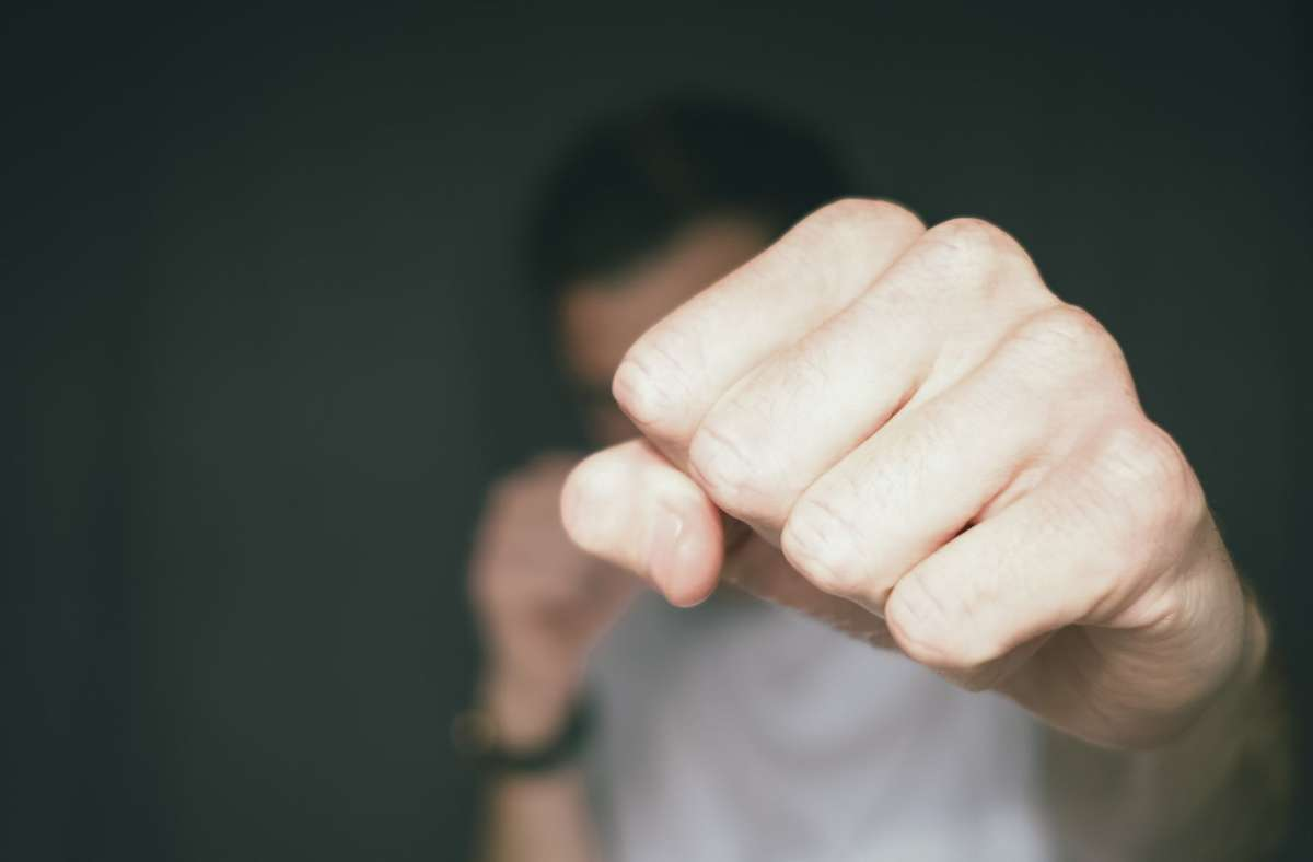 Eine Aussprache unter Jugendlichen ist in Sindelfingen aus dem Ruder gelaufen. Foto: Unsplash/Dan Burton