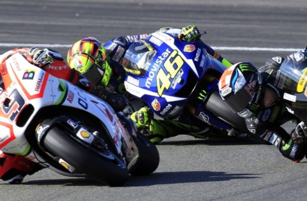 Valentino Rossi pflügte zu Beginn des Rennens wie entfesselt durch das Feld, doch der Abstand zu dem führenden Jorge Lorenzo war bereits zu groß. Foto: AP