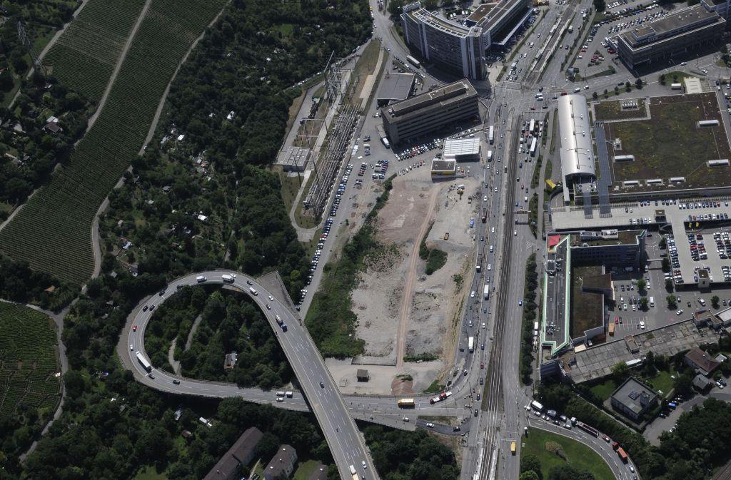 Die Rampe zur B10/B27 an der Friedrichswahl soll abgerissen und durch eine neue Verkehrsführung ersetzt werden. Das haben CDU, Grüne und SPD in ihren Mobilitätspakt hineingeschrieben. Foto: 7aktuell.de/Oskar Eyb