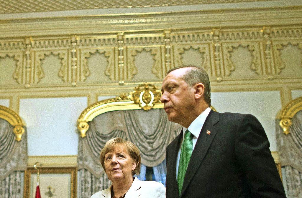 Eine komplizierte politische Partnerschaft:  Merkel und Erdogan bei ihrem Treffen in Istanbul  im Oktober 2015 Foto: EPA POOL