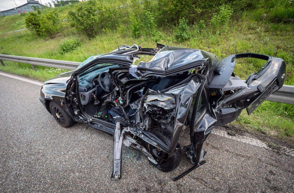 Eines der beteiligten Fahrzeuge wurde besonders in Mitleidenschaft gezogen. Foto: 7aktuell.de/Alexander Hald