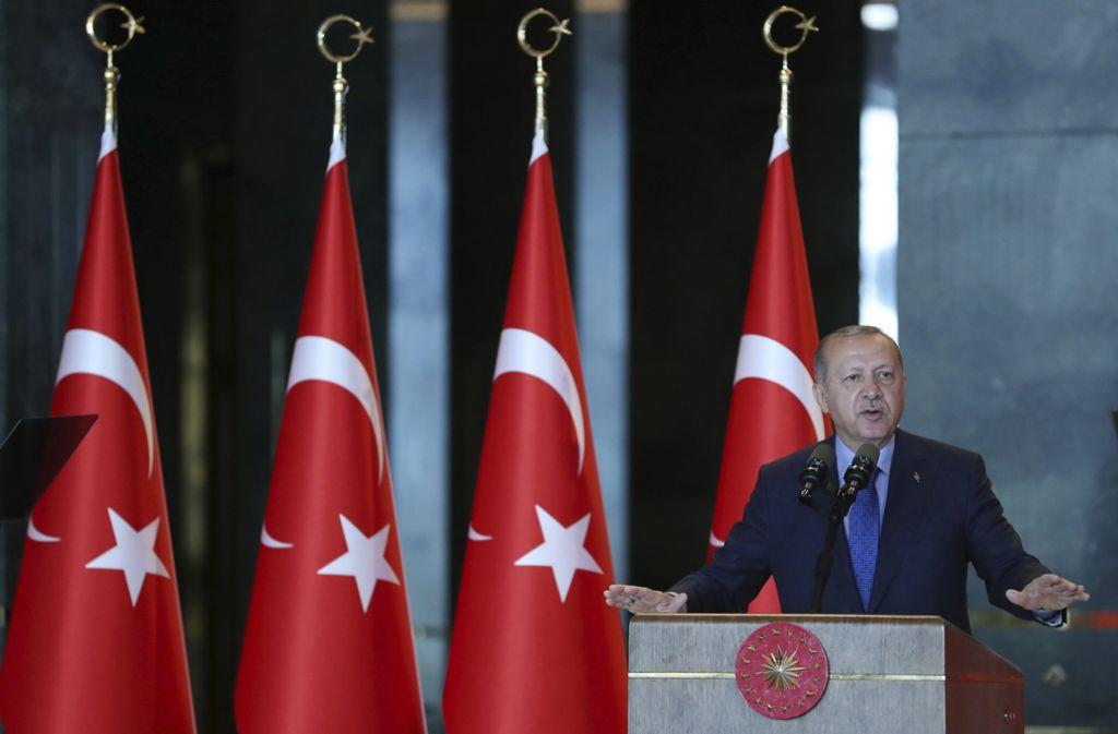 Der türkische Präsident Erdogan übt   in Reden  öffentlich Druck auf die  Zentralbank aus. Foto: Presidency Press Service/AP
