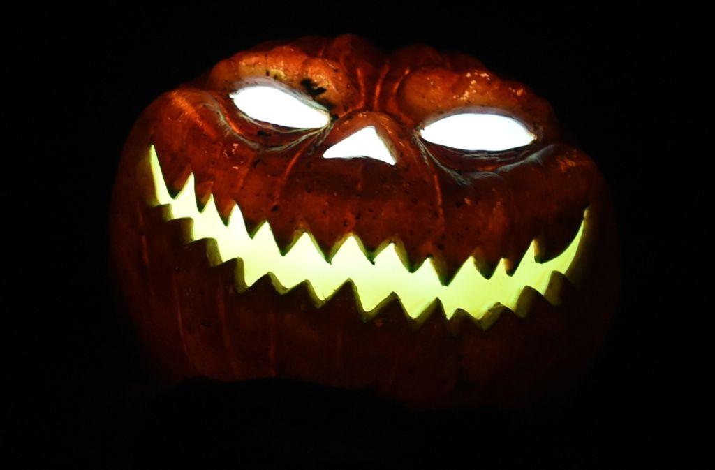 Hallloween: Die Nacht vom 31. Oktober auf den 1. November, in der die Kürbisfratzen zum Leuchten gebracht werden. Foto: dpa