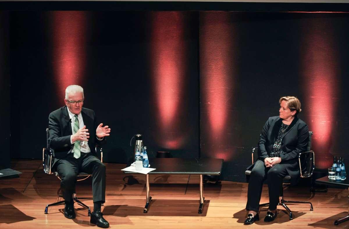 Wer regiert Baden-Württemberg? Winfried Kretschmann und Susanne Eisenmann im Gespräch. Foto: Lichtgut/Max Kovalenko