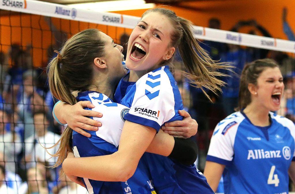 Ein Duo trotzt der großen Belastung: Alexandra Lazic (li.) und Celine van Gestel Foto: Baumann