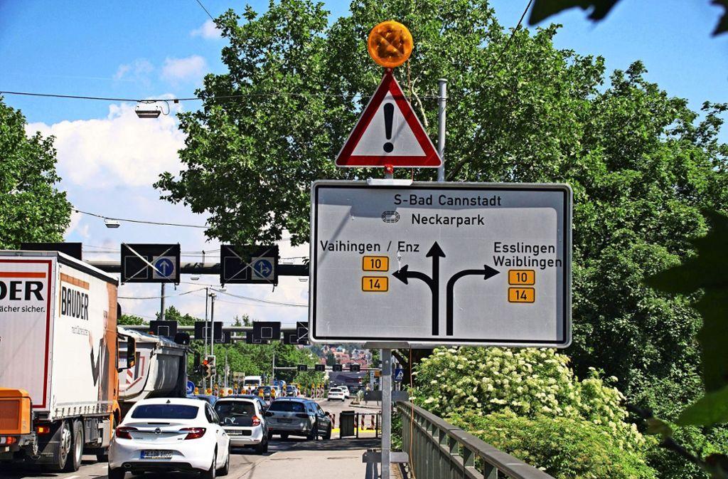 """Schlimm genug, dass ein """"S"""" vor dem Ortsnamen steht, wirklich skandalös ist aber die Schreibweise """"Bad Cannstadt"""". Foto: Andreas Rosar/Fotoagentur-Stuttgart"""