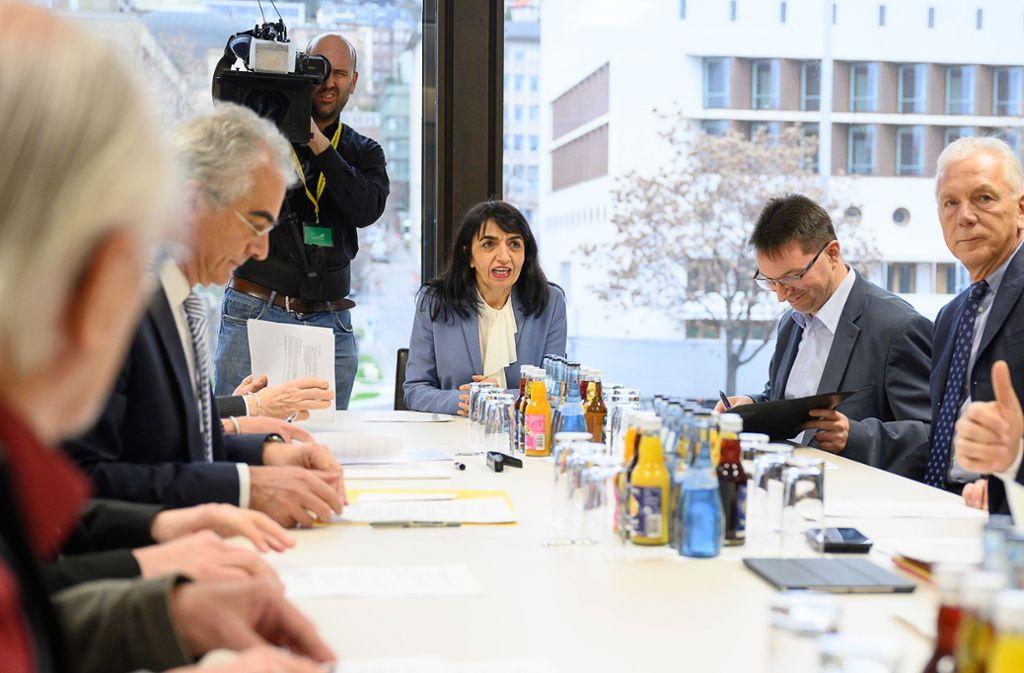 """Muhterem Aras, Präsidentin des Landtags von Baden-Württemberg, spricht bei der Gründung von «Konsequent e.V."""". Foto: dpa/Sebastian Gollnow"""