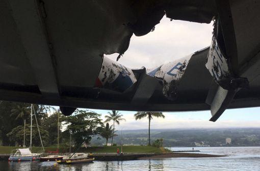 Lava-Bombe kracht durch Bootsdach – 23 Verletzte