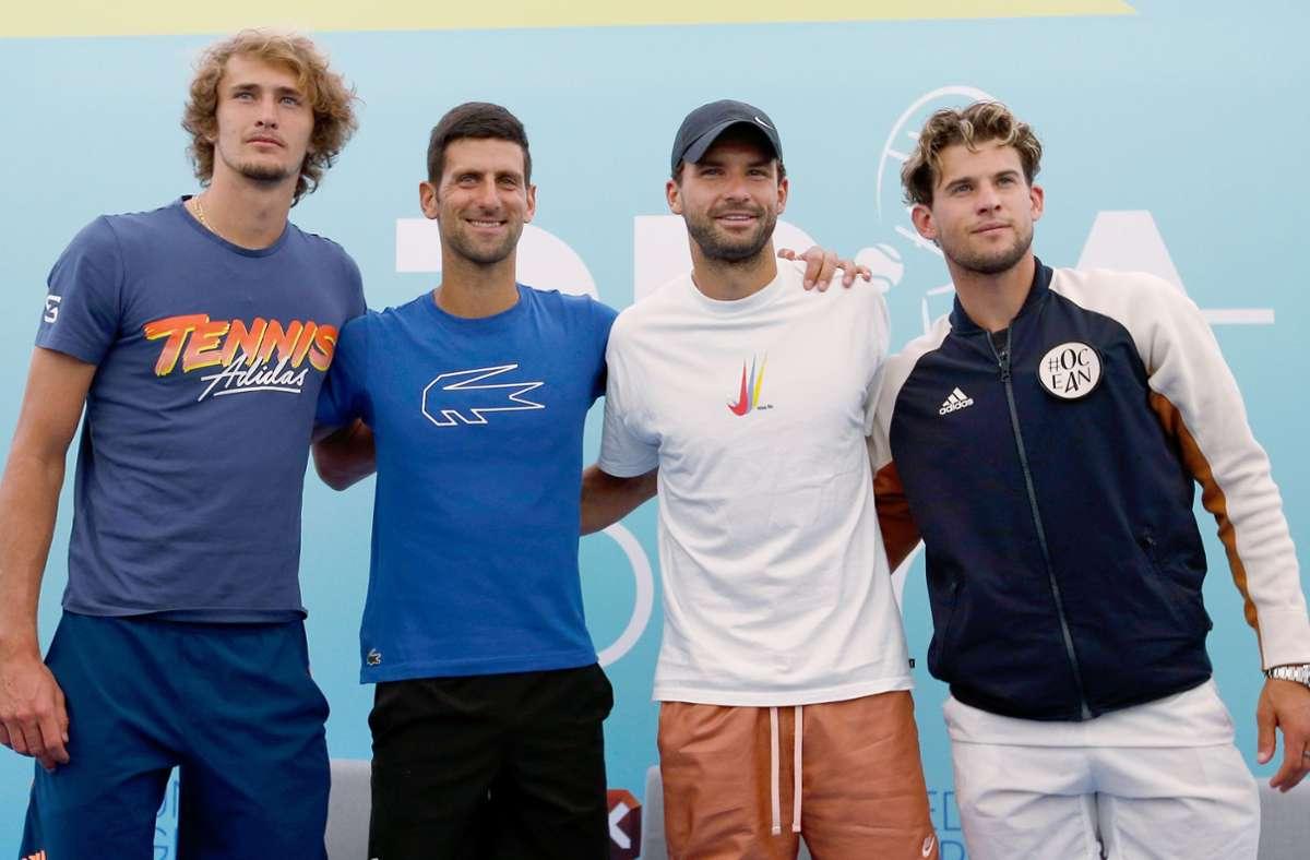 Arm in Arm: Alexander Zverev, Novak Djokovic, Grigor Dimitrov und Dominic Thiem (v. li.) bei der Adria-Tour. Foto: dpa/Darko Vojinovic