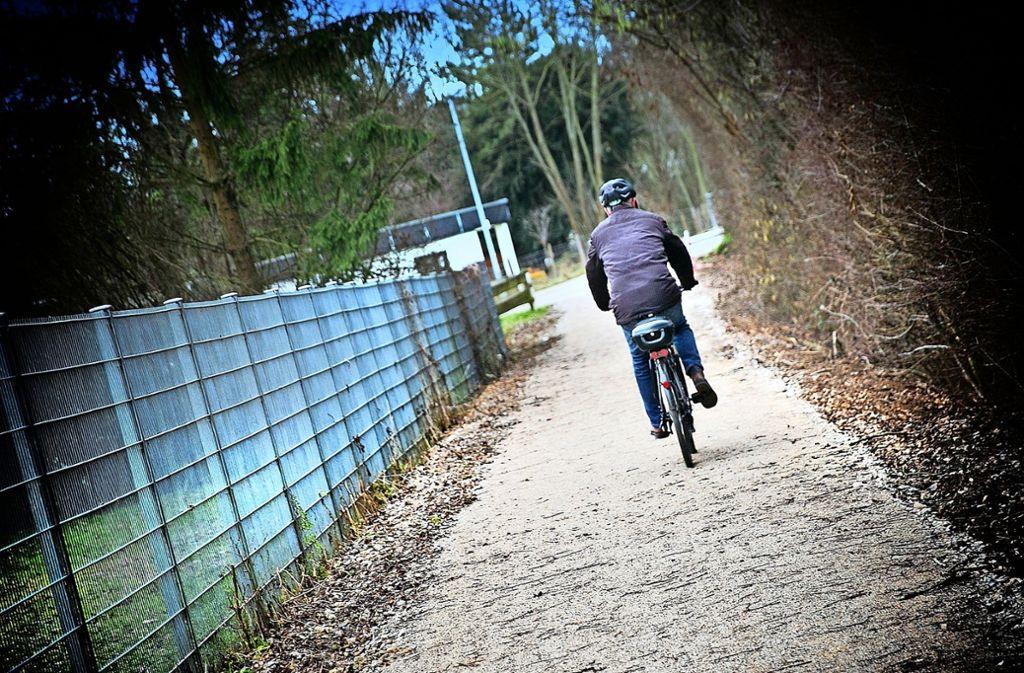 Der neue Radweg ist schon fertig, die Anschlüsse wohl noch lange nicht. Foto: Horst Rudel