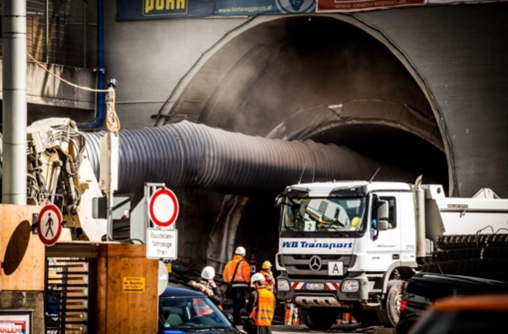 Von der Röhre parallel zum Wagenburgtunnel aus betreibt die Bahn eine große S-21-Baustelle. Wie laut die und die Arbeiten am Trog im Schlossgarten sind, ist zwischen Bahn und Anwohnern des Kernerviertels umstritten. Foto: Lichtgut/Leif Piechowski