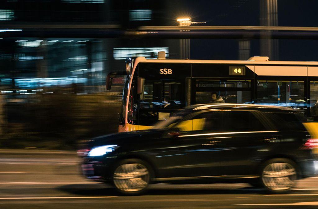 Die Polizei bittet Zeugen des Vorfalls sich bei der Verkehrspolizei zu melden. (Symbolbild) Foto: Lichtgut/Max Kovalenko