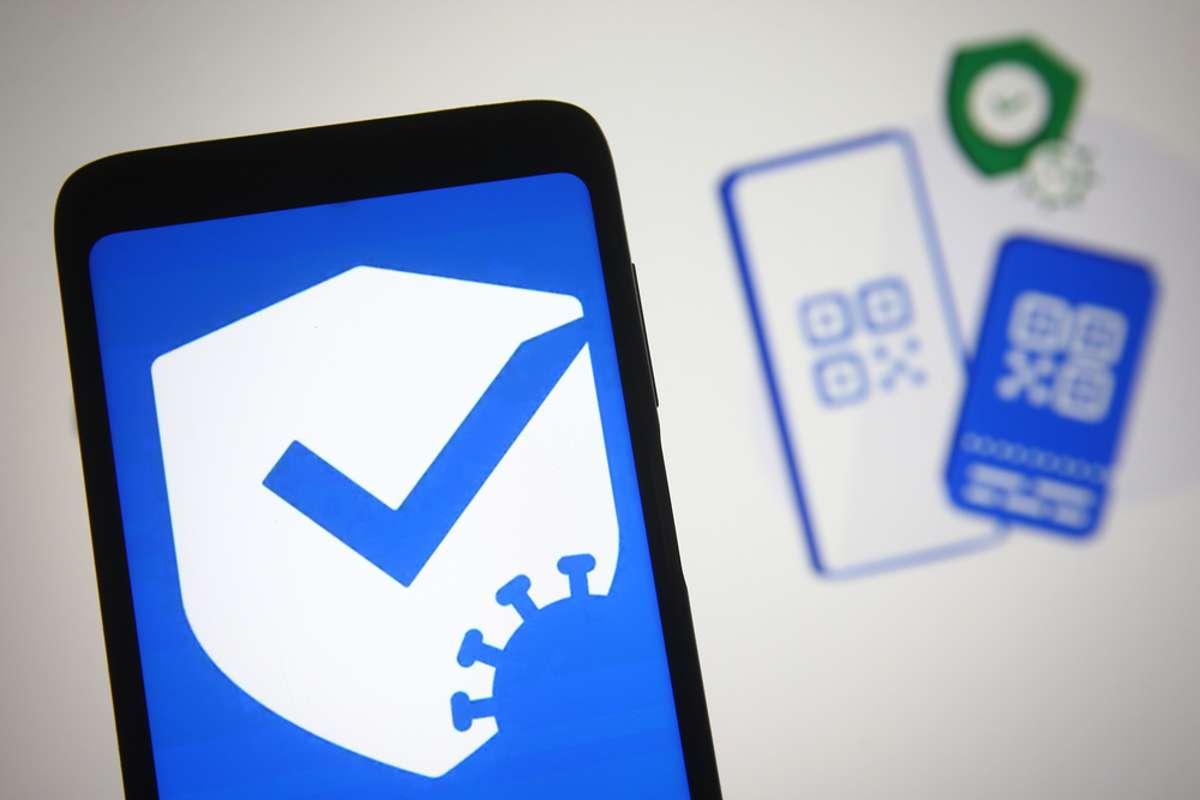 Was hat es mit der CovPassCheck-App auf sich? Foto: viewimage / shutterstock.com