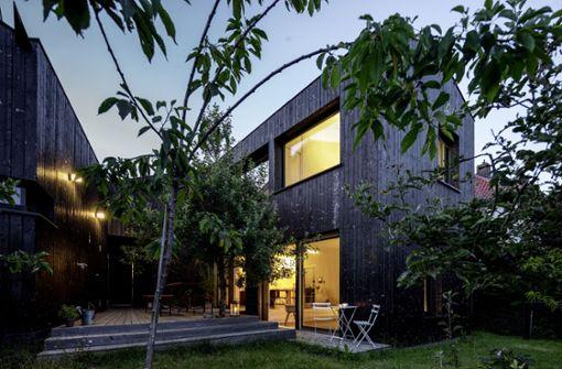 Das schwarze Holzhaus