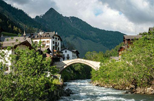Das Hotel Ofenhorn - seit 135 Jahren idyllisch gelegen im Schweizer Binntal.