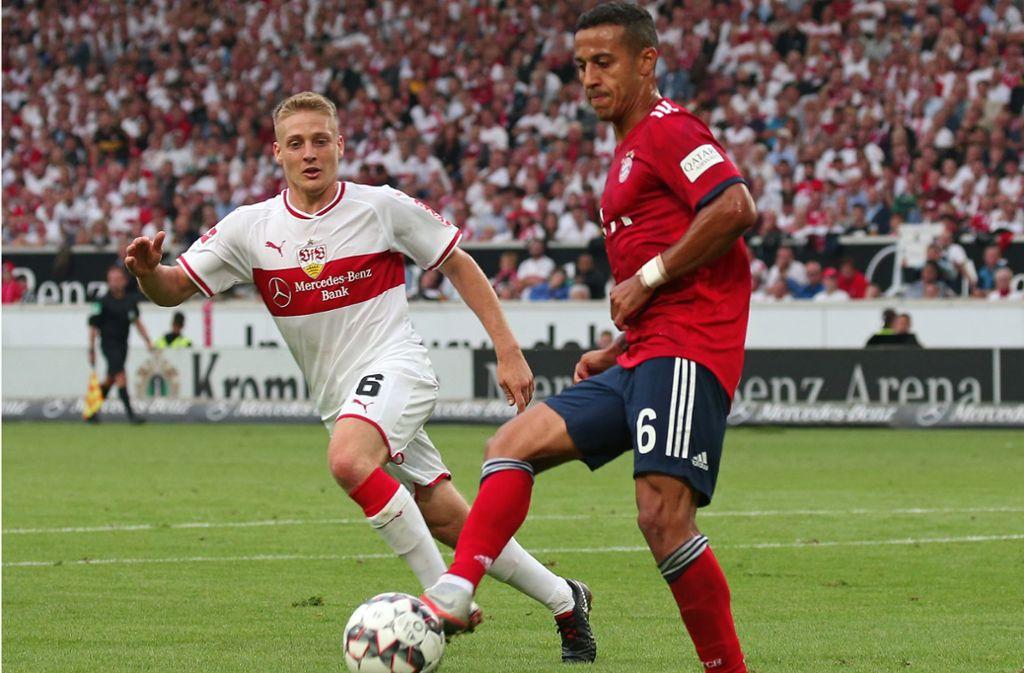Santiago Ascacibar (links, gegen Thiago vom FC Bayern) zählt zu den wertvollsten Spielern des VfB Stuttgart. Foto: Baumann