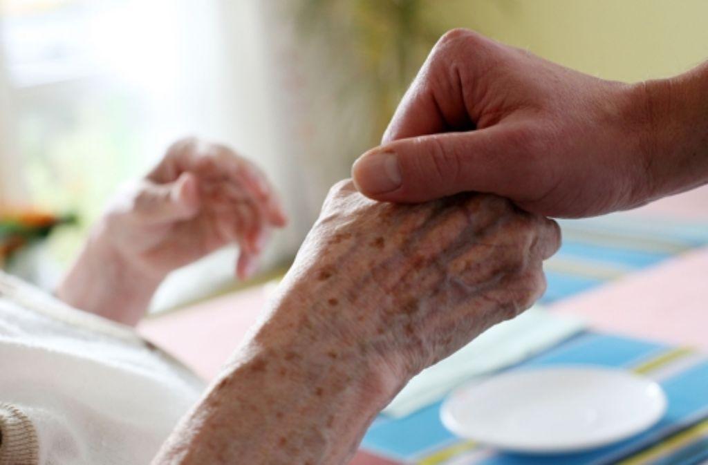 Die Versicherungsbeiträge für die  Pflege werden steigen. Foto: dpa