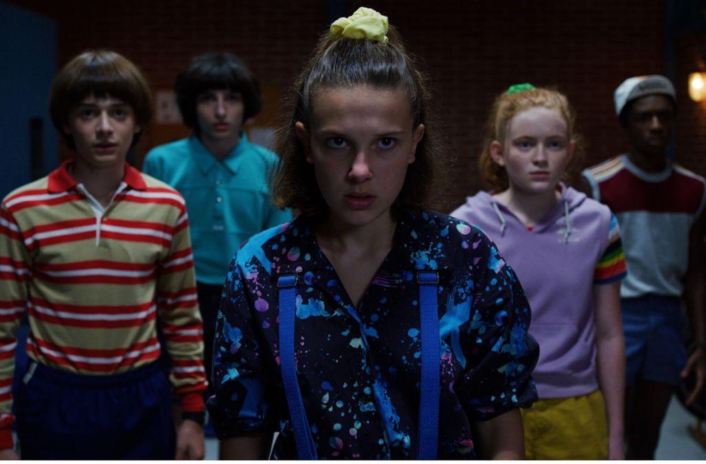 """Neulich in Hawkins, Indiana:  Noah Schnapp, Finn Wolfhard, Millie Bobby Brown, Sadie Sink und Caleb McLaughlin (von links) in der dritten Staffel von """"Stranger Things"""" Foto: Netflix"""