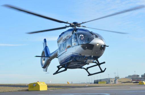 Hubschrauberbesatzung findet Frau in hilfloser Lage