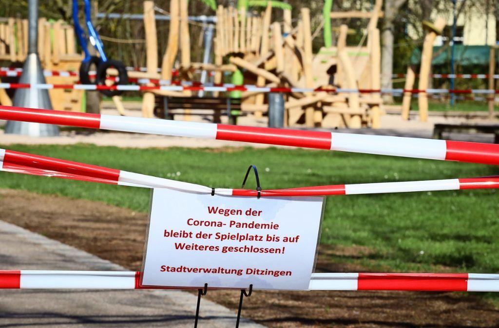 Auch wenn das Wetter dazu einlädt, draußen zu sein: Die Außenanlagen nicht nur der Kindergärten sind gesperrt. Foto: factum/Simon Granville
