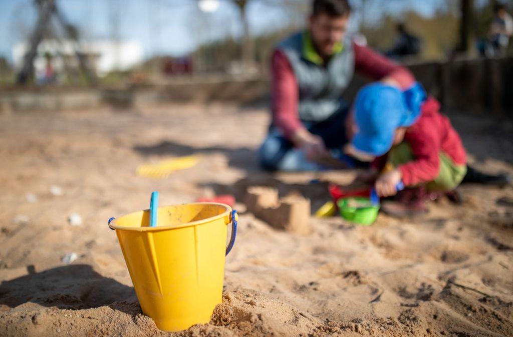 Können sich Kinder in Zeiten des Coronavirus noch zum Spielen treffen? Foto: dpa/Daniel Karmann