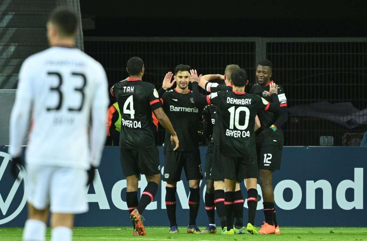 Nach dem Final-Einzug im Vorjahr gegen den FCBayern München (2:4) hatte Trainer Peter Bosz im Vorfeld launig denPokalsieg als Ziel ausgegeben. Foto: dpa/Ina Fassbender