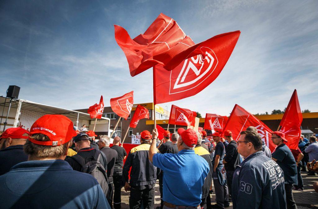 Rund 200 Beschäftigte von Contitech und anderen Firmen wehren sich gegen die Pläne  des Mutterkonzerns Continental. Foto:Gottfried Stoppel Foto: