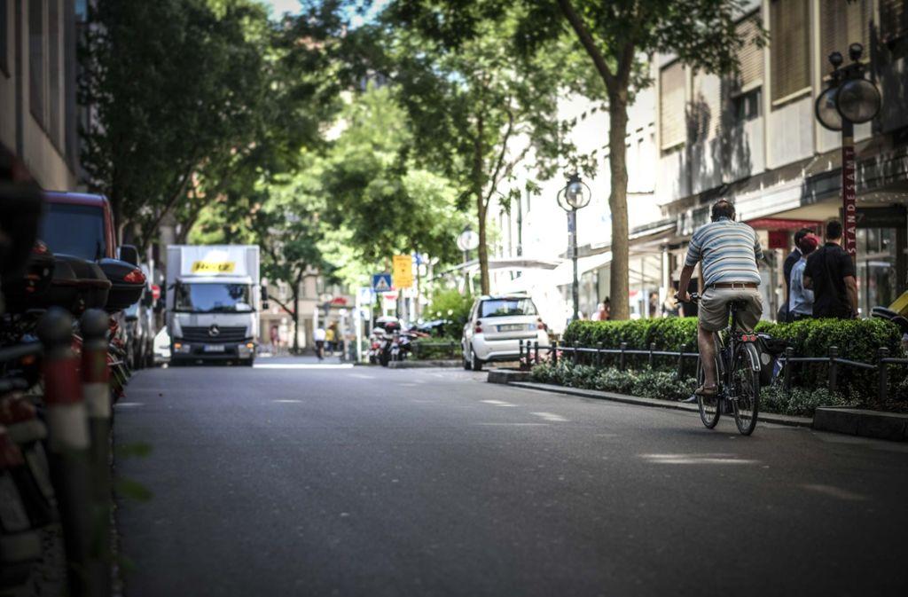 Die Stadt plant die Eberhardstraße, die eine   Fahrradstraße ist,  bereits im  kommenden Jahr autofrei zu machen. Foto: Lichtgut/Leif Piechowski