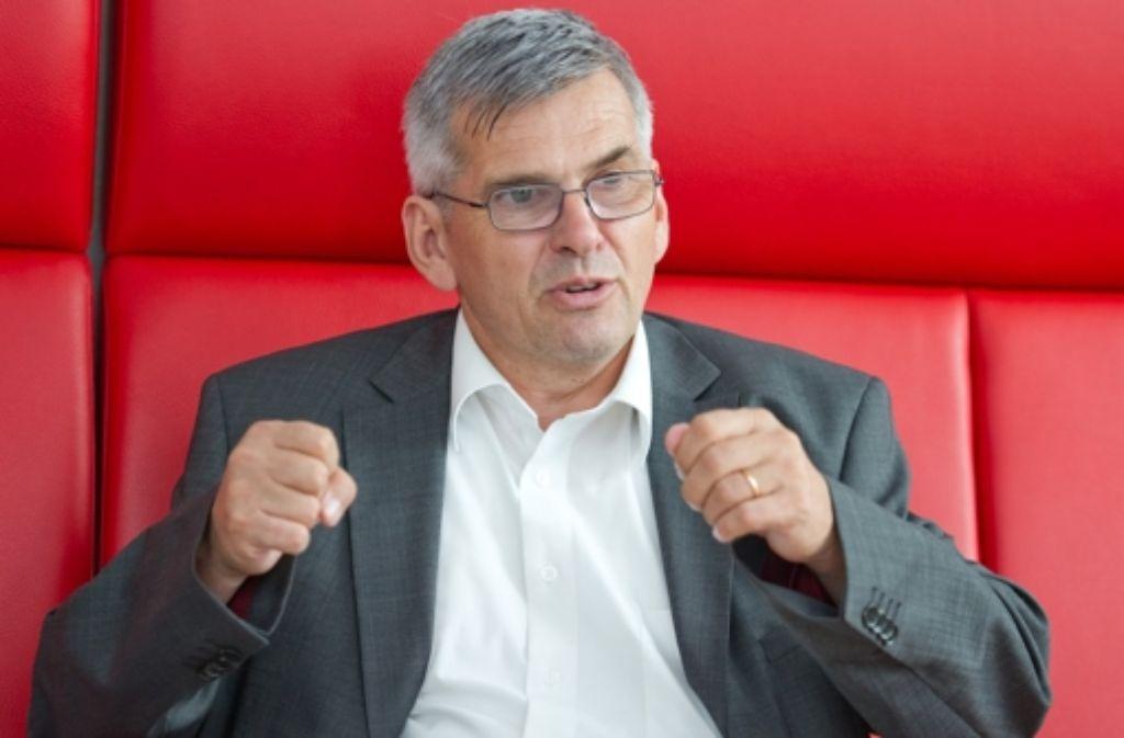 Der langjährige Stuttgarter Bezirksleiter Jörg Hofmann bestimmt von Frankfurt aus seit fast einem Jahr den Kurs in der Tarifpolitik der IG Metall. Foto: dpa